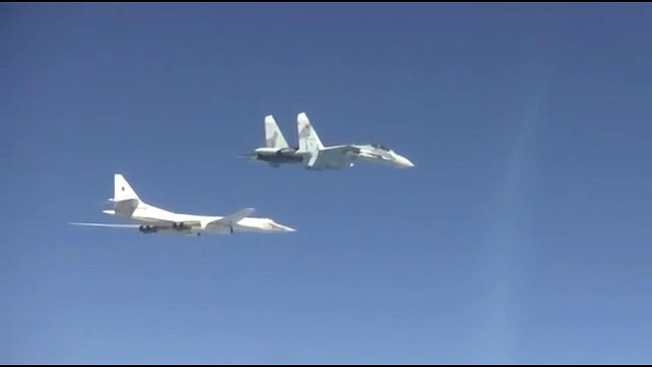 Вежба стратешких бомбардера Ту-160 са ловцима Су-27СМ изнад Црног мора
