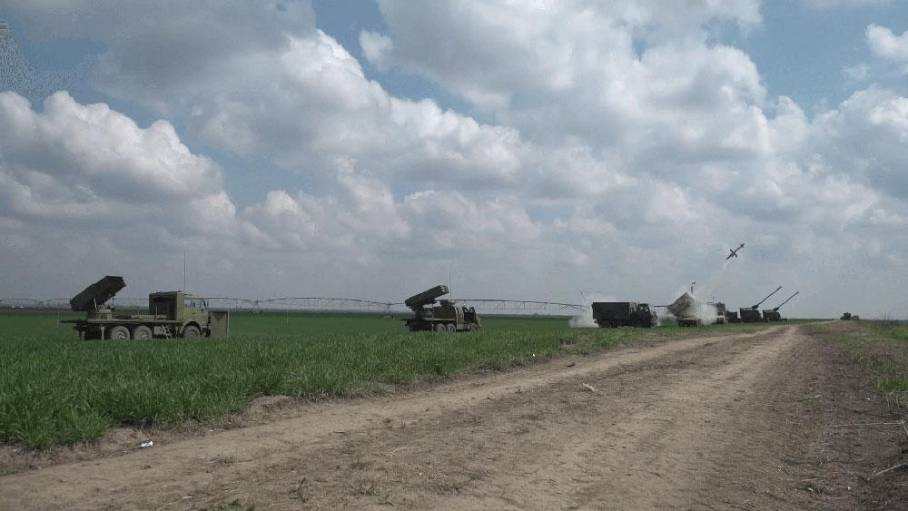 """Приказ наоружања и војне опреме на полигону """"Никинци"""""""