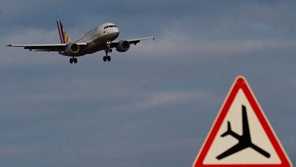 """САД забраниле авио-компанијама да лете изнад Венецуеле због """"политичке нестабилности и напетости"""""""