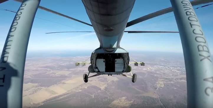 """Импресивни падобрански скокови руских десантних јединица на такмичењу """"Поларна звезда"""""""