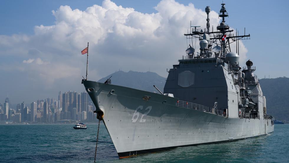 """РТ: Русија осудила америчку морнарицу због """"неприхватљивог"""" понашања након што је избегнут судар ратних бродова у Источном кинеском мору"""