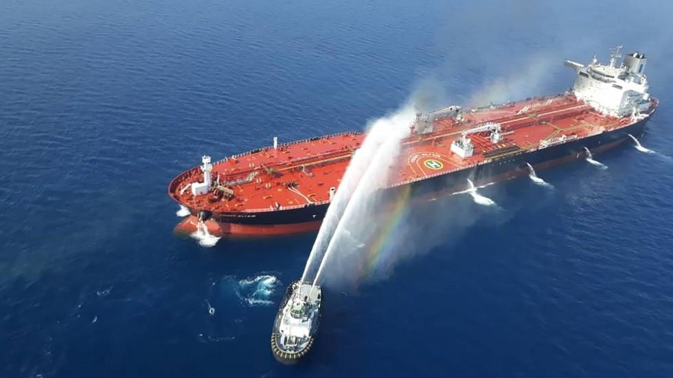 РТ: Помпео окривио Иран за напад на танкере у Оманском заливу