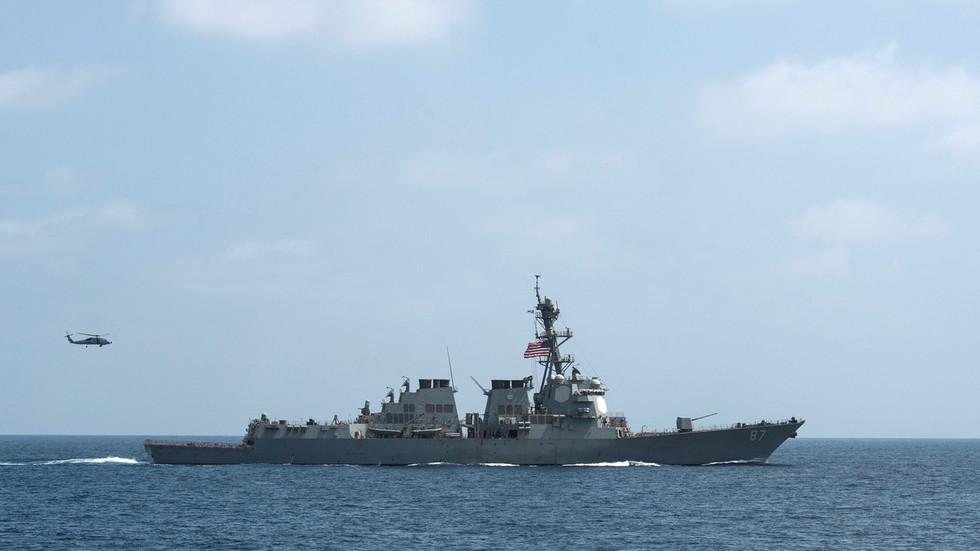 РТ: САД шаљу разарач на место инцидента с танкером у Оманском заливу