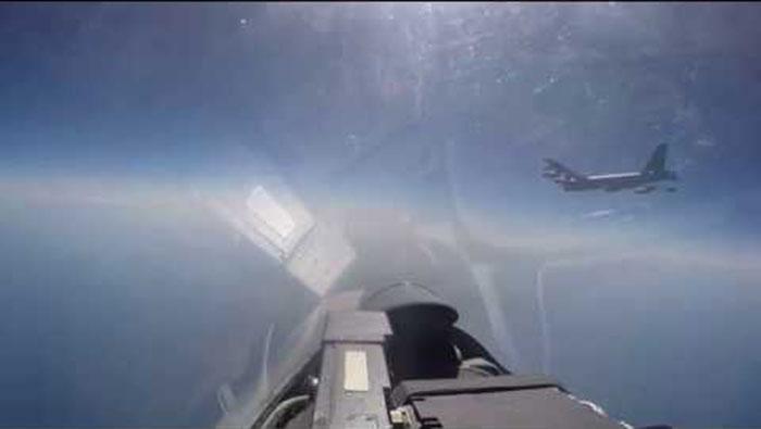 Пресретање америчког бомбардера Б-52