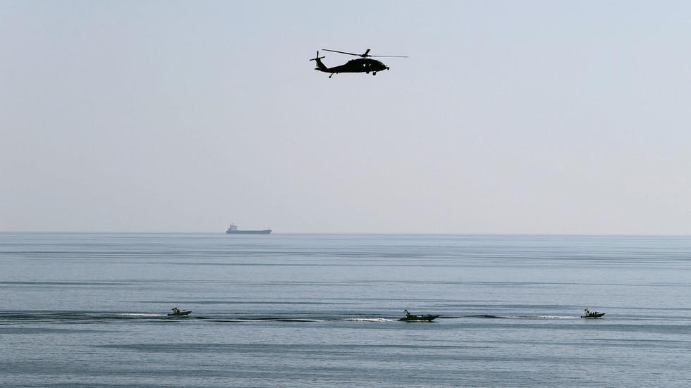 RT: Zaplenjen strani brod sa 12 članova posade i krijumčarenom naftom u Perzijskom zalivu - Revolucionarna garda Irana