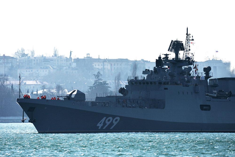 Црноморска флота прати амерички разарач