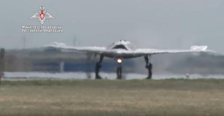 """Први заједмнички лет """"Охотника"""" и ловца Су-30СМ"""
