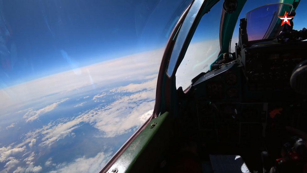 """РТ: Ваздушни бој на 20 км висине: МиГ 31 пресреће """"уљеза"""" у стратосфери"""