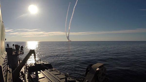 """Руске подморнице испалиле балистичке ракете """"Булава"""" и """"Сињева"""""""