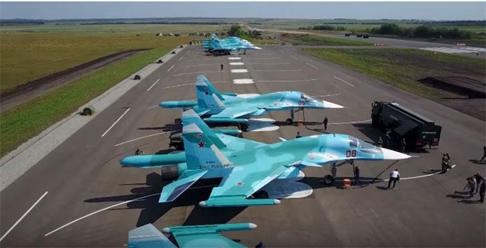 Вежба слетања на аутопут авиона Су-34 и Ан-26