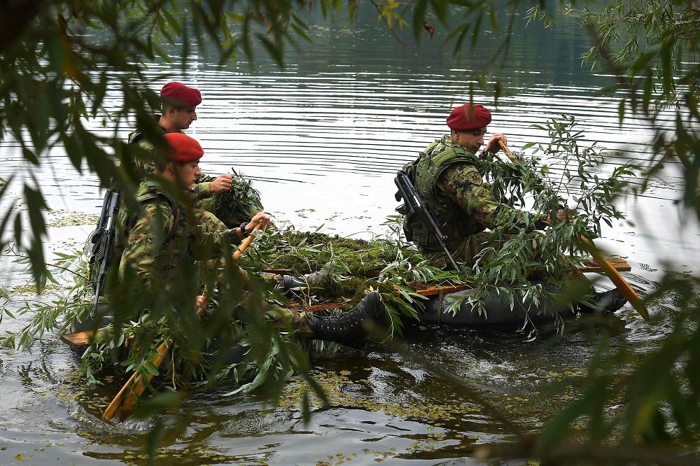 Припадници извиђачких јединица Војске Србије на обуци код Ковиља