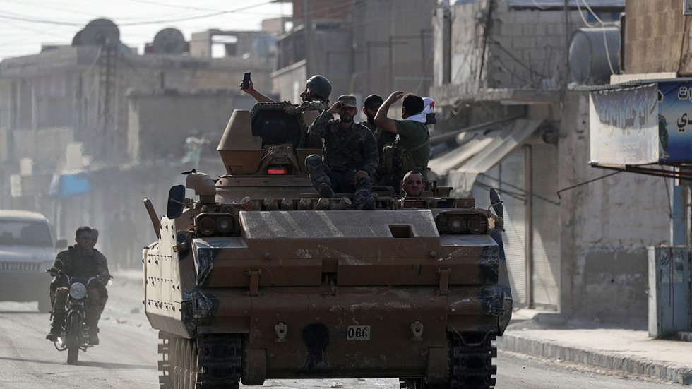"""РТ: Америчке снаге """"напуштају"""" Кобани док напредује турска инвазија, а Курди склапају споразум с Дамаском"""