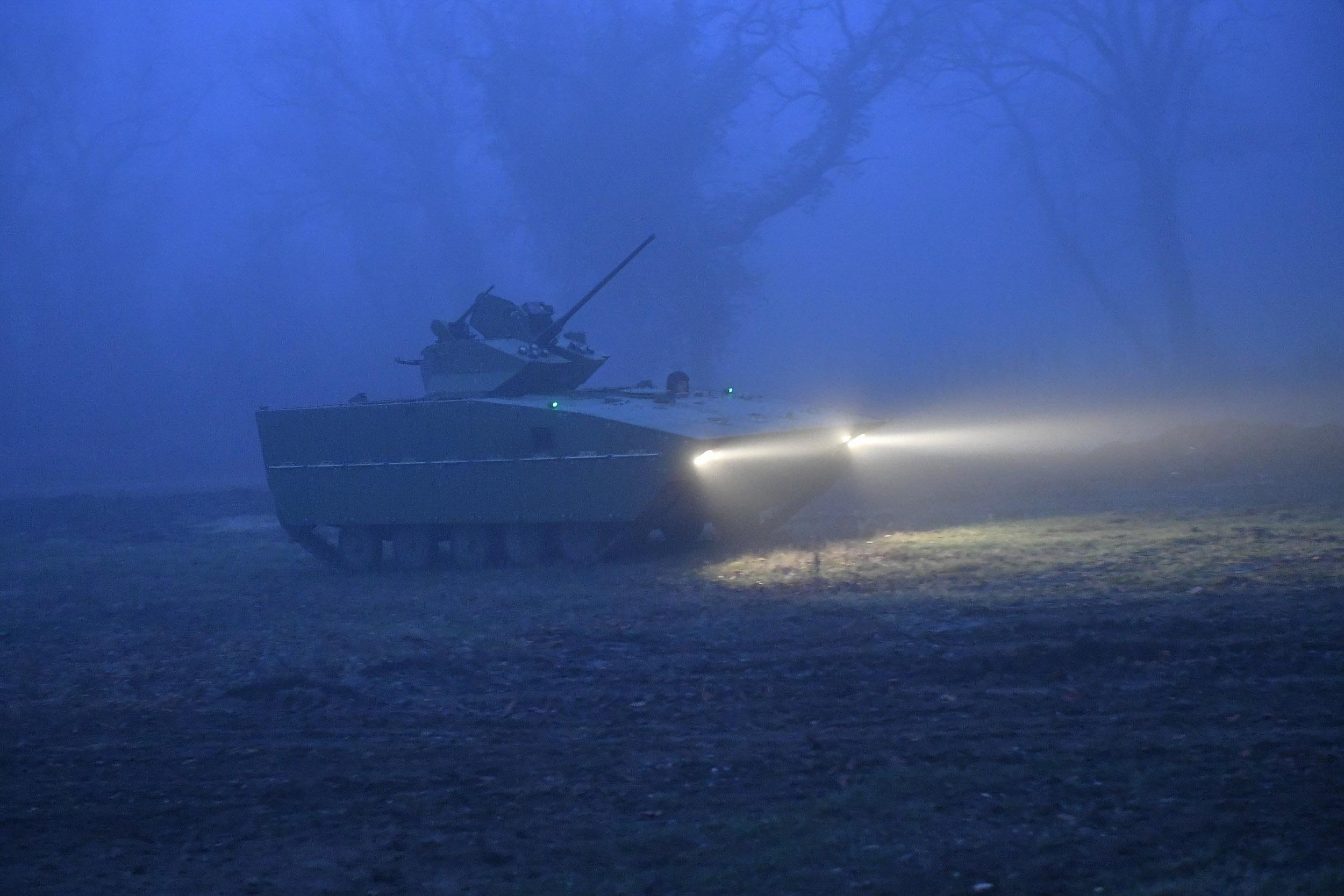 Испитивање модернизованог борбеног возила пешадије БВП М-80А и гађање у ноћним условима