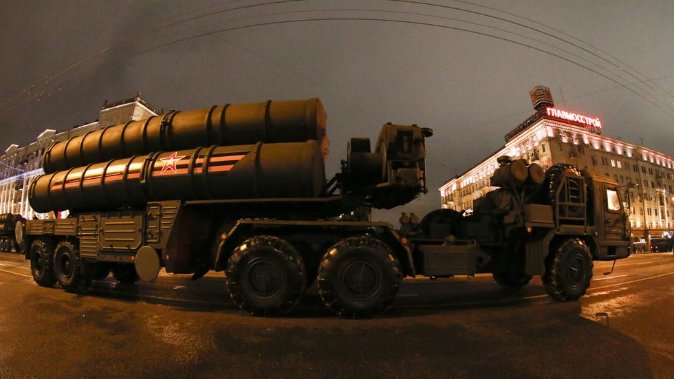 """РТ: Русија почела са производњом ПВО система С-400 за Индију и """"све обавезе се испуњавају"""" упркос притиску САД"""