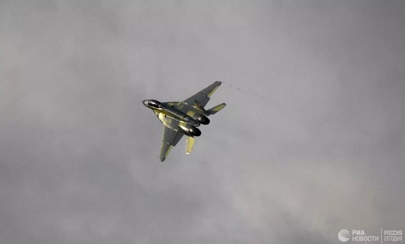 Најновији руски борбени авиони МиГ-35 летеће у аутоматском режиму