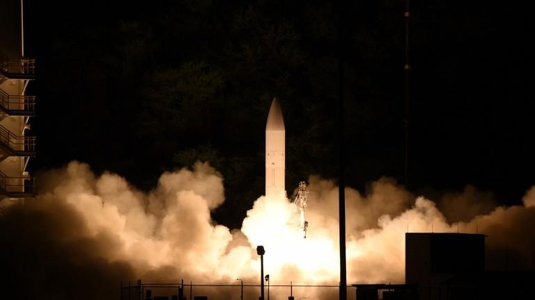 """РТ: Америчка војска """"успешно"""" лансирала хиперсонични пројектил - Пентагон"""
