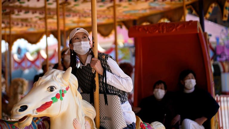РТ: У Кини се отварају предузећа, дозвољено провођење више времена напољу, након што је саопштено да трећи дан нема локалних случајева вируса