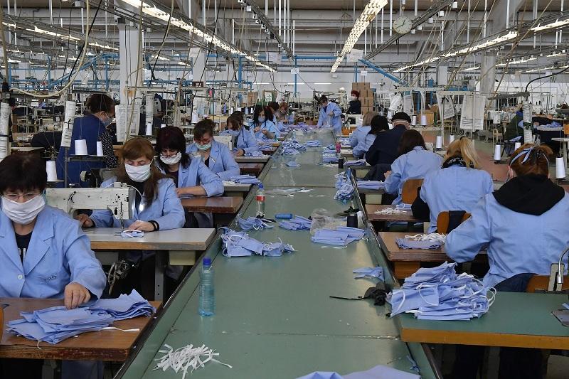 """""""Jumko"""" dnevno proizvede 20.000 zaštitnih maski"""
