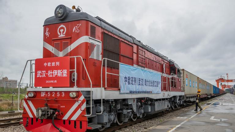 RT: Prvi voz sa sanitetskim materijalom za Evropu napustio Vuhan, dok Kina ukida karantine