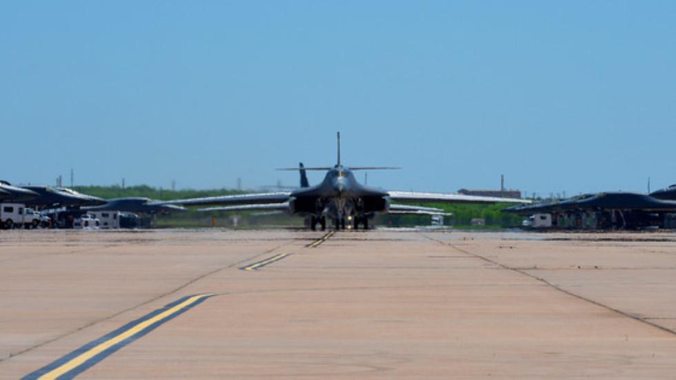 """РТ: САД распоредиле четири бомбардера Б-1 на Гвам ради """"одвраћања"""" након """"демострације снага"""" у Јужном кинеском мору"""