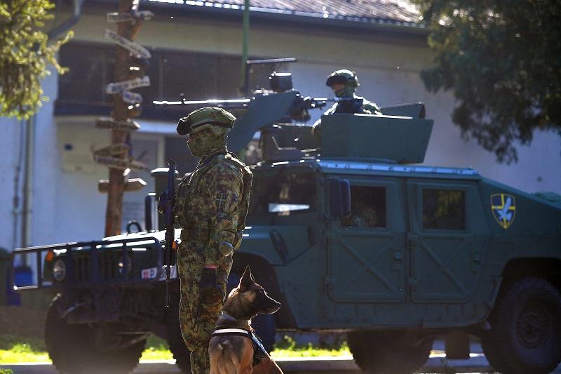 Танјуг: Вучић наредио хитну употребу Војске Србије ради заштите безбедности грађана Шида од миграната