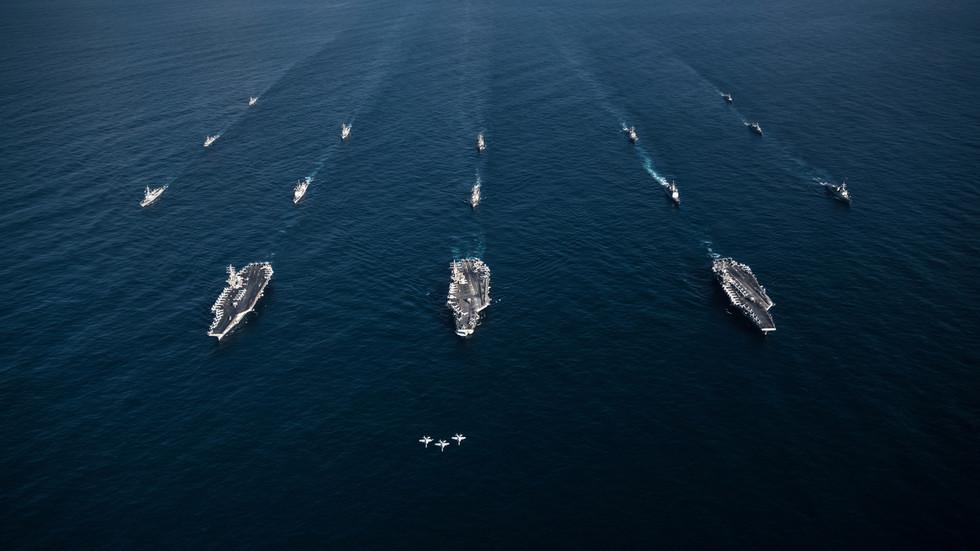 RT: Držite se dalje: Američka mornarica izdala neobično upozorenje drugim pomorcima da ostanu na 100 metara dalje ili da ih vidi kao pretnju