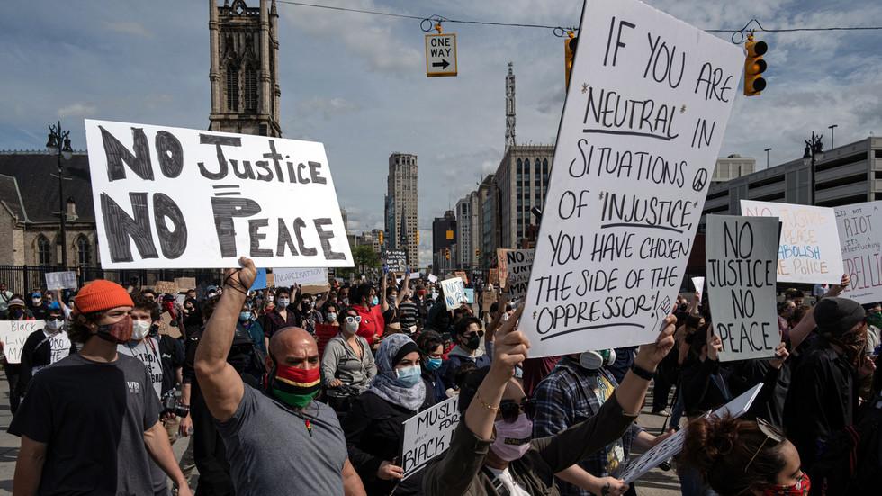 РТ: Полиција Детроита саопштила о погинулом младићу док жестоки немири ескалирају