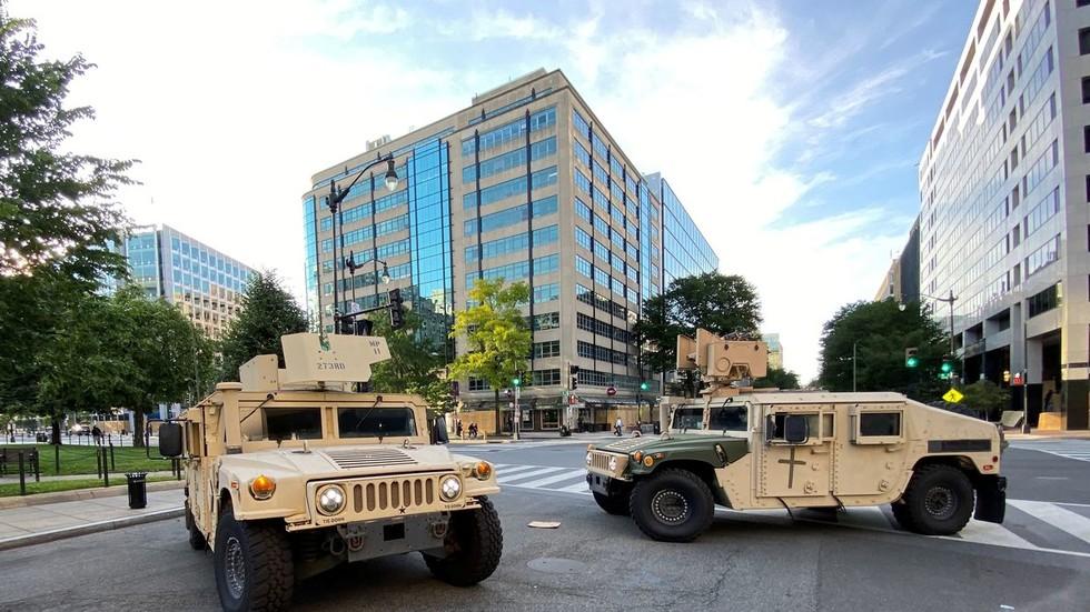 RT: Pentagon stavio 1.600 aktivnih vojnika u pripravnost dok se protesti u Vašingtonu nastavljaju