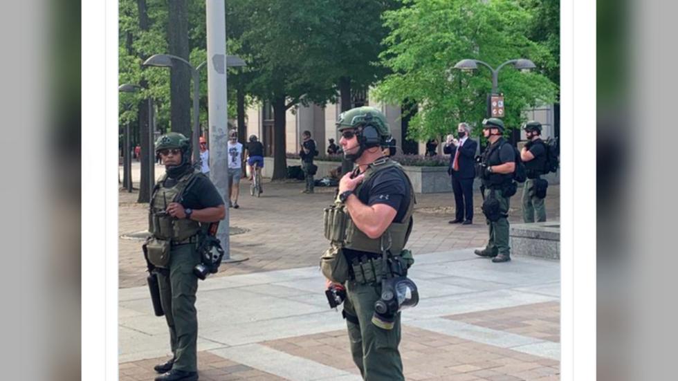 """РТ: """"Ко сте ви?"""": Снаге безбедности на улицама Вашингтона без обележја"""