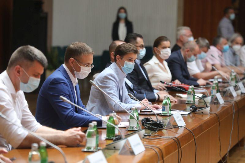 У Београду обавезне маске у превозу и затвореном простору