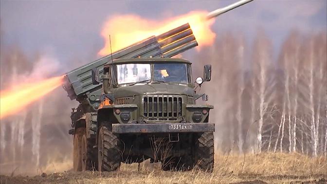 Manevri artiljerije, pešadije i oklopnih jedinica na poligonu Mulino u Nižegorodskoj oblasti