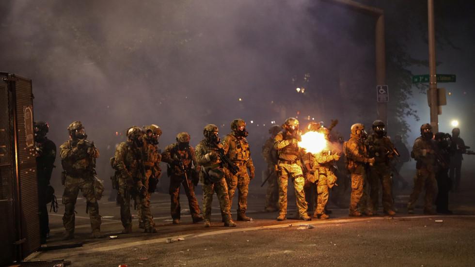 """РТ: УН-ова канцеларија за људска права осудила """"произвољна хапшења и непотребну употребу силе"""" од стране америчке полиције"""
