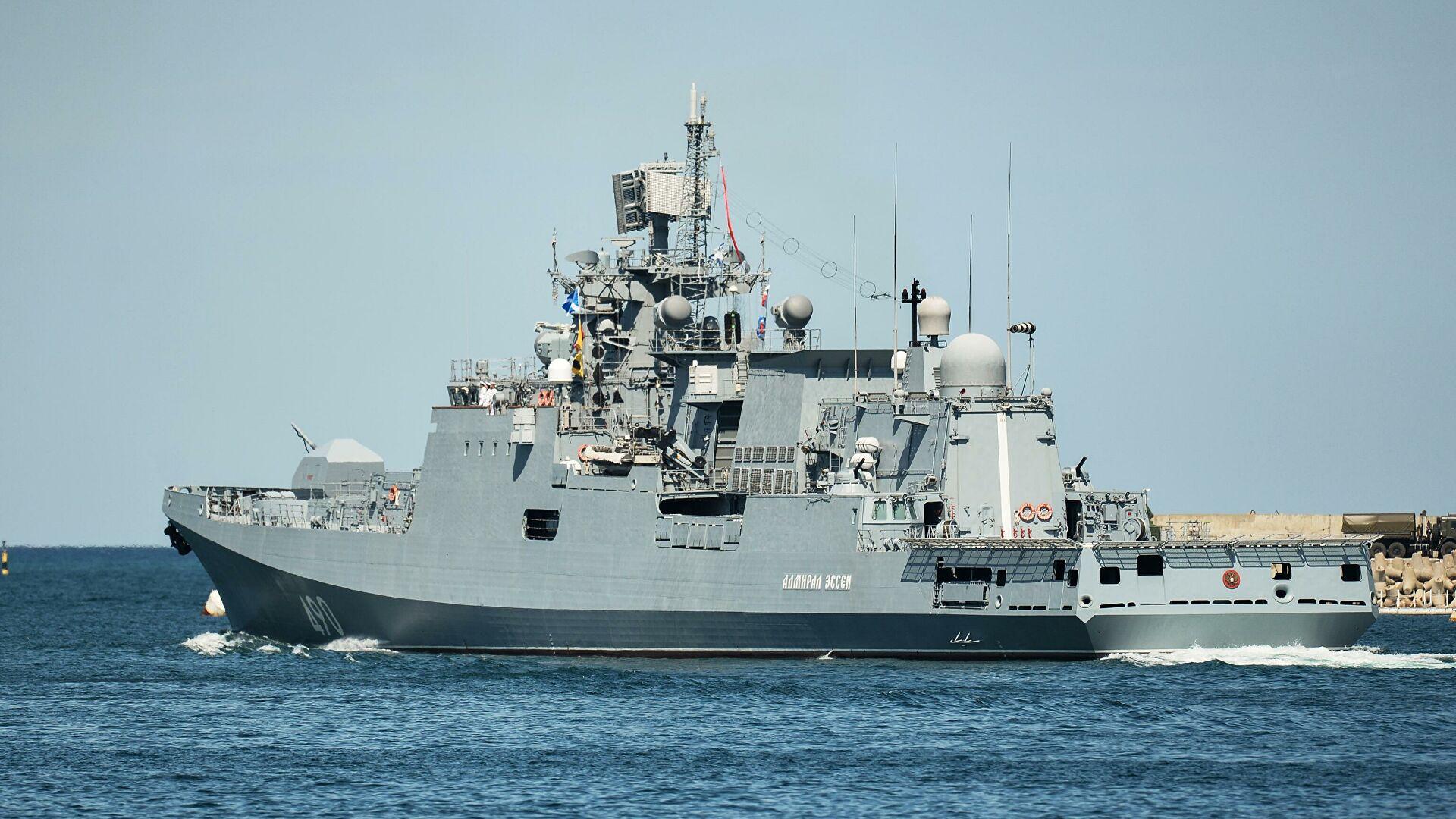 """Фрегата """"Адмирал Есен"""" прати амерички носач авиона """"Френклин Рузвелт"""" који је ушао у Црно море"""