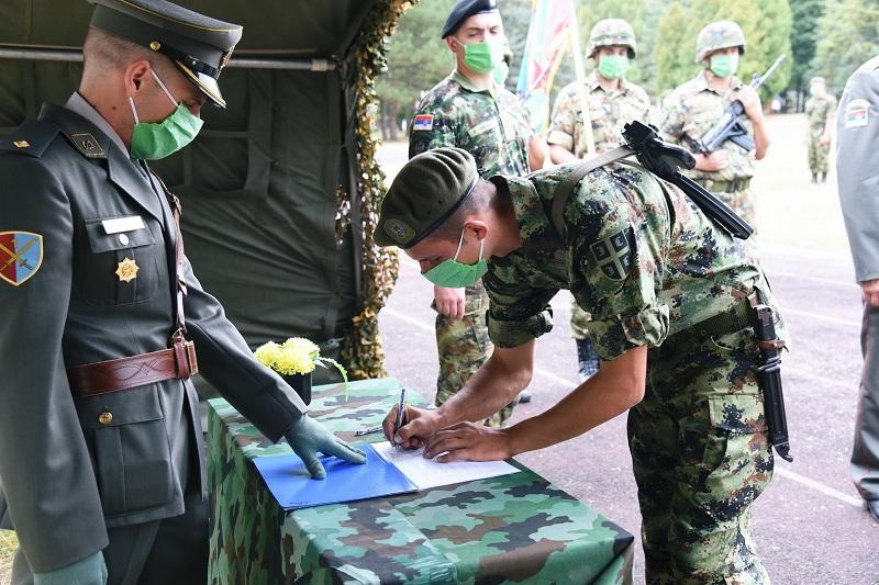 U kasarnama u Valjevu, Somboru i Leskovcu položene vojničke zakletve