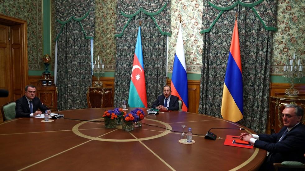 РТ: Јерменија и Азербејџан договорили прекид ватре у Нагорно-Карабаху који почиње данас након разговора у Москви
