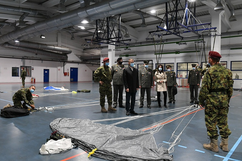 Ministar Stefanović obišao pripadnike 63. Padobranske brigade