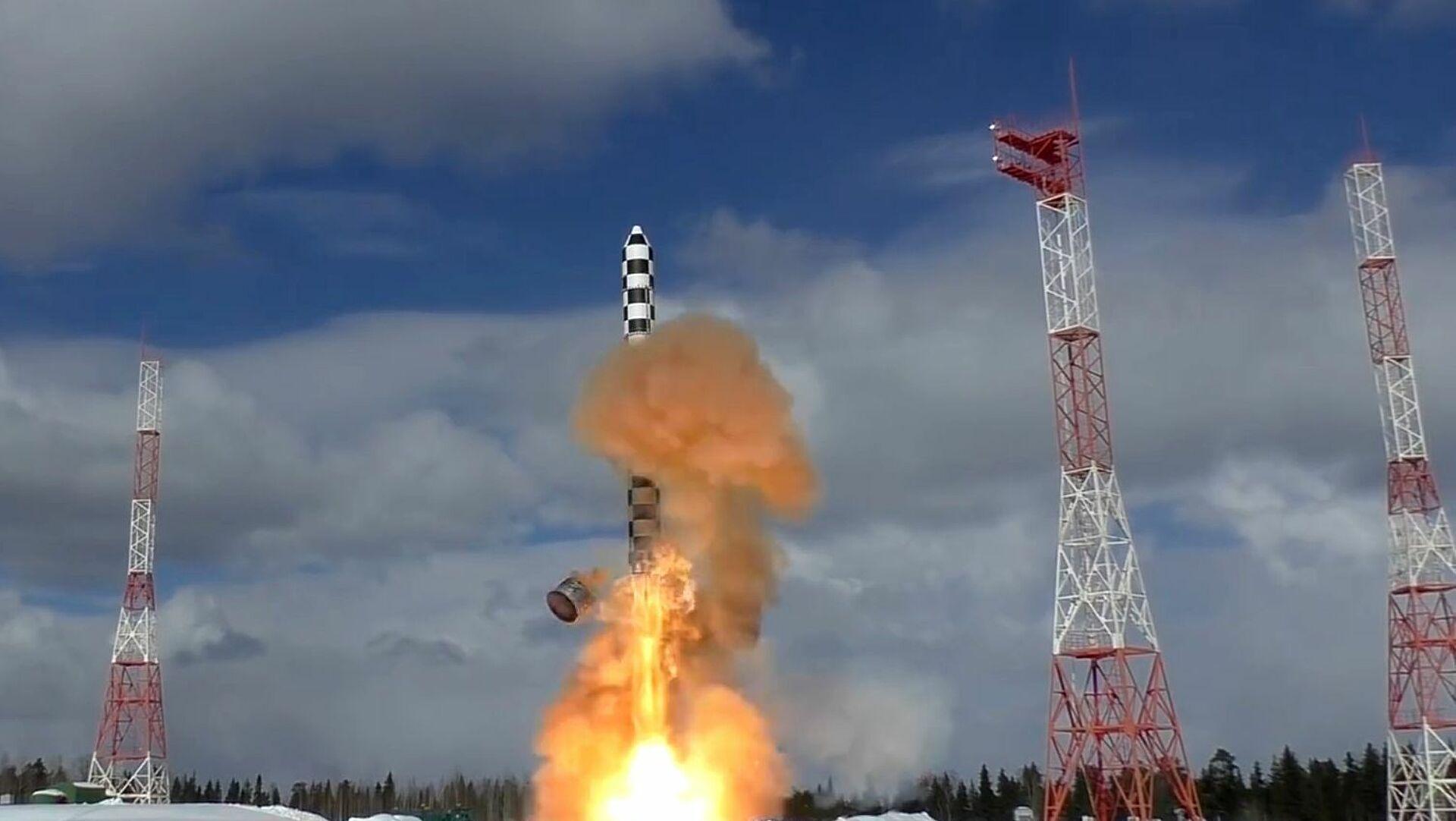 """Putin: Ispitivanja interkontinentalne balističke rakete """"Sarmat"""" odvijaju se prema planu"""