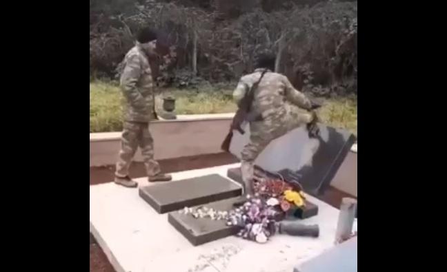 Уништавање јерменског гробља од стране азербејџанске војске у Нагорно-Карабаху