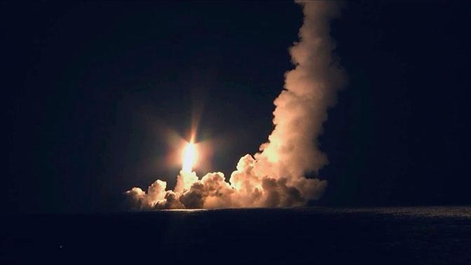 """Са подморнице """"Владимир Мономах"""" истовремено лансиране четири балистичке ракете """"Булава"""""""