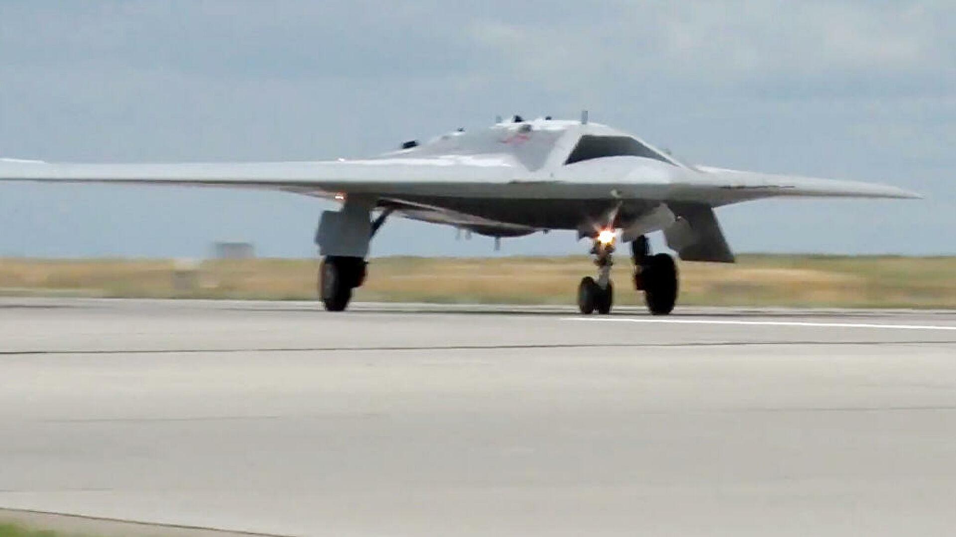 """Ruski dron """"Ohotnik"""" na testiranju bacio nenavođenu bombu težine 500 kg"""