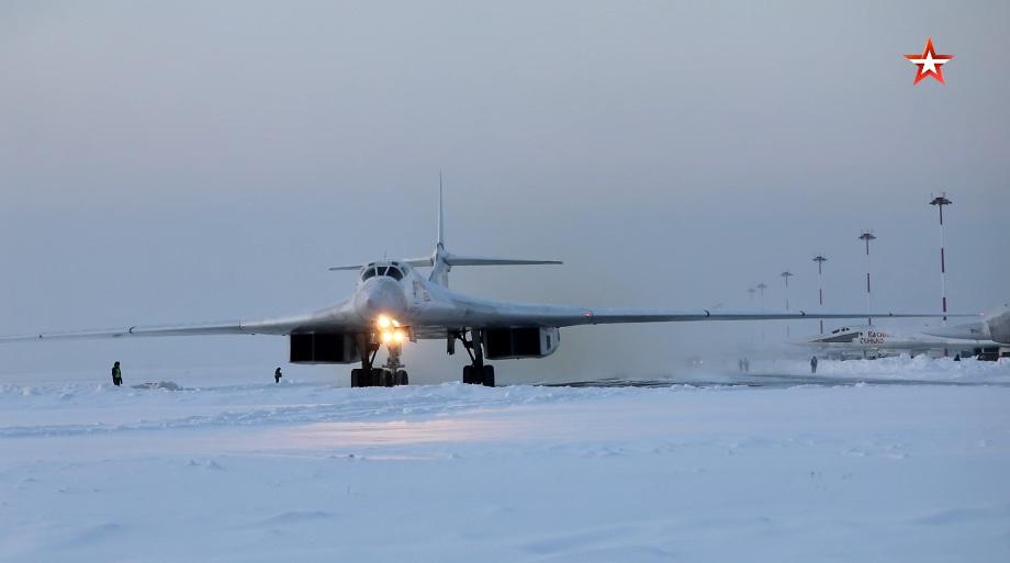 Лет стратешких бомбардера Ту-160 изнад вода Арктика