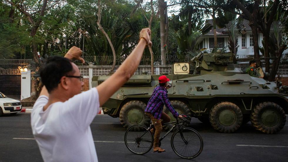 RT: Policija pucala na demonstrante protivvnike puča u Mjanmaru