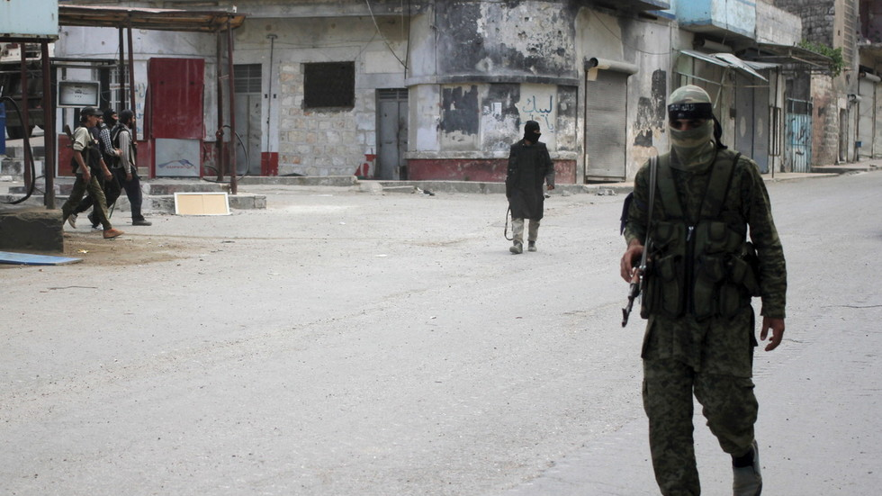 РТ: Терористи планирају симуловани напад хемијским оружјем у сиријском Идлибу -Руски центар за помирење