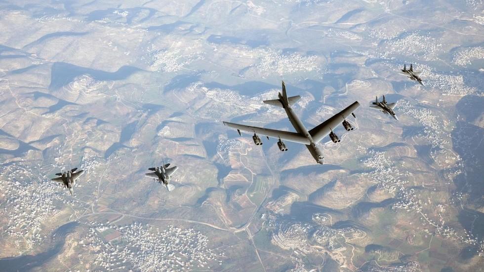 """RT: Izraelski avioni u pratnji američkog bombardera B-52 u očiglednoj """"demonstraciji sile"""" Iranu"""