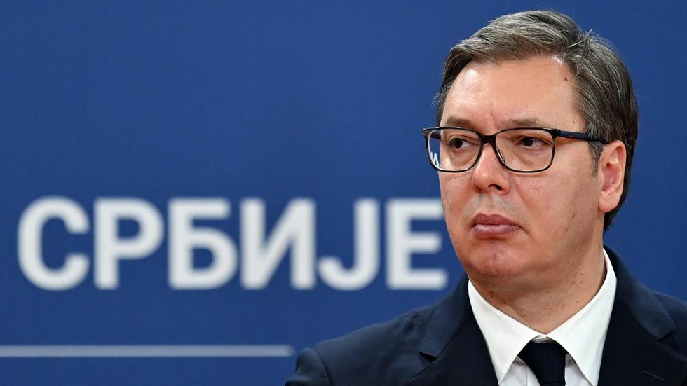 """РТ: Србски председник и његова породица илегално прислушкивани преко 1.500 пута, а умешани су и """"високи званичници"""", открива истрага"""