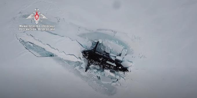 РТ: Три руске нуклеарне подморнице истовремено изрониле испод арктичког леда први пут у историји