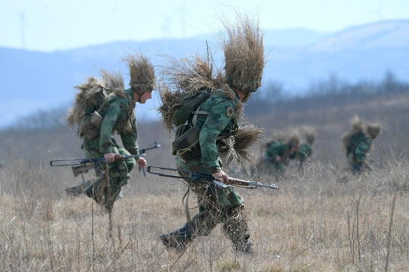 """""""Војска најчвршћи бедем одбране наше земље"""""""