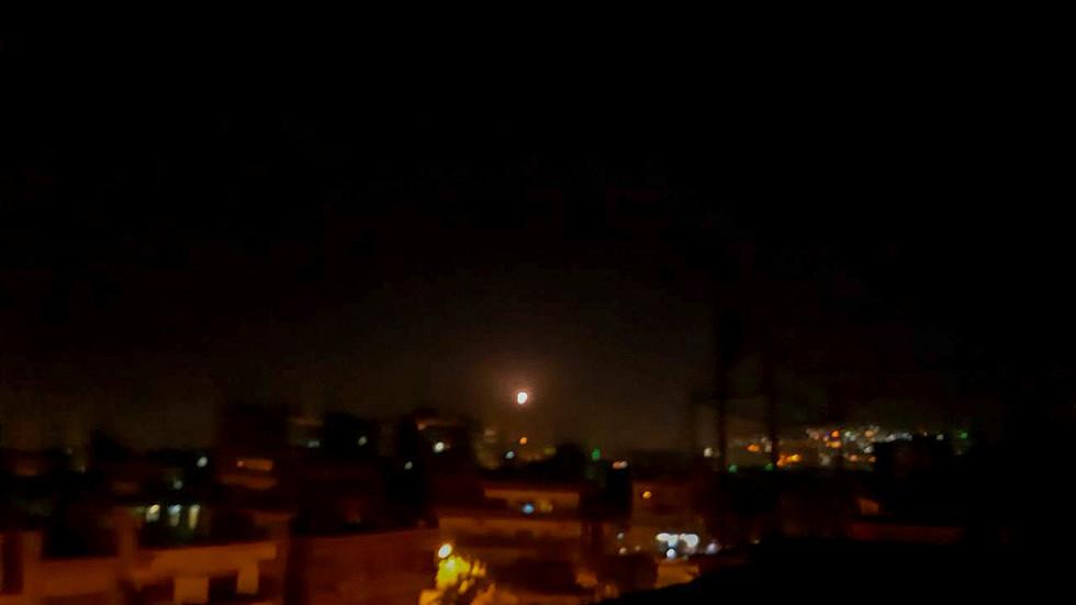 """РТ: Сиријска ПВО одбила """"израелску агресију"""" док је израелска војска покренула напад као одговор на падање пројектила у близини израелског нуклеарног реактора"""