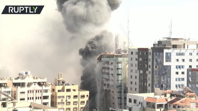 RT: Izraelska avijacija uništila zgradu u Gazi u kojoj su se nalazili AP, Al Džazira i drugi međunarodni mediji