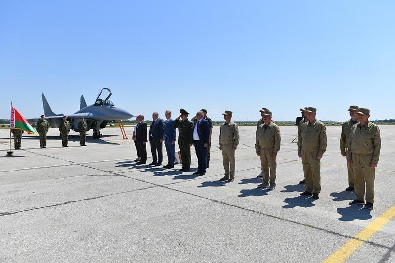 Свечани пријем авиона МиГ-29 из Белорусије